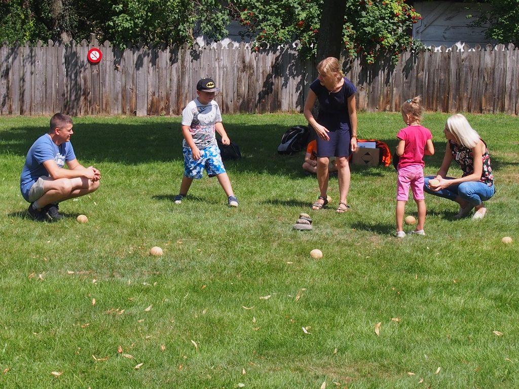 gry tradycyjne to wspaniała rozrywka rodzinna