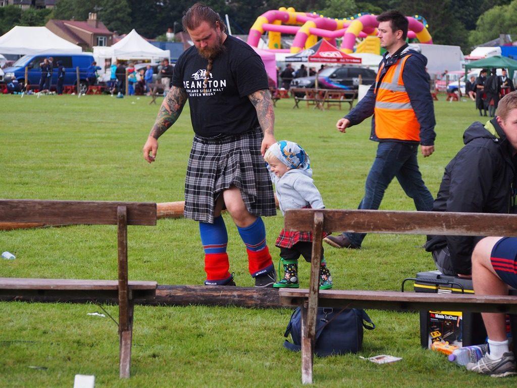 Integracja miedzypokoleniowa na igrzyskach sportow tradycyjnych w Szkocji