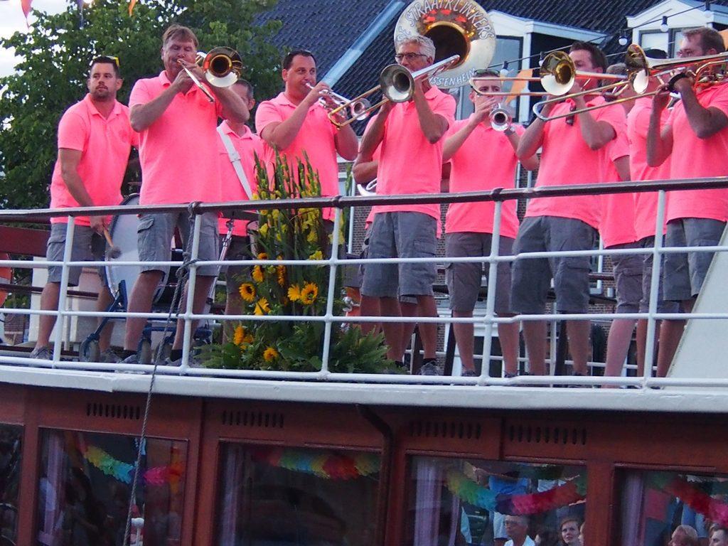 orkiestra na paradzie statków