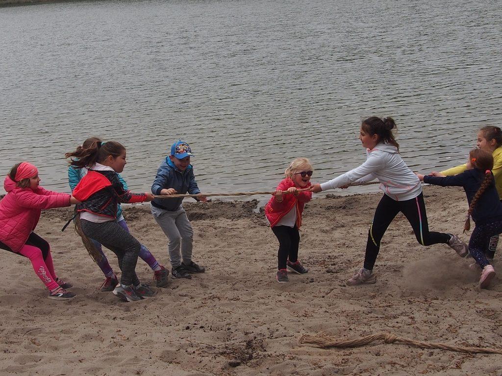 przeciąganie liny - Inspirowany sportem
