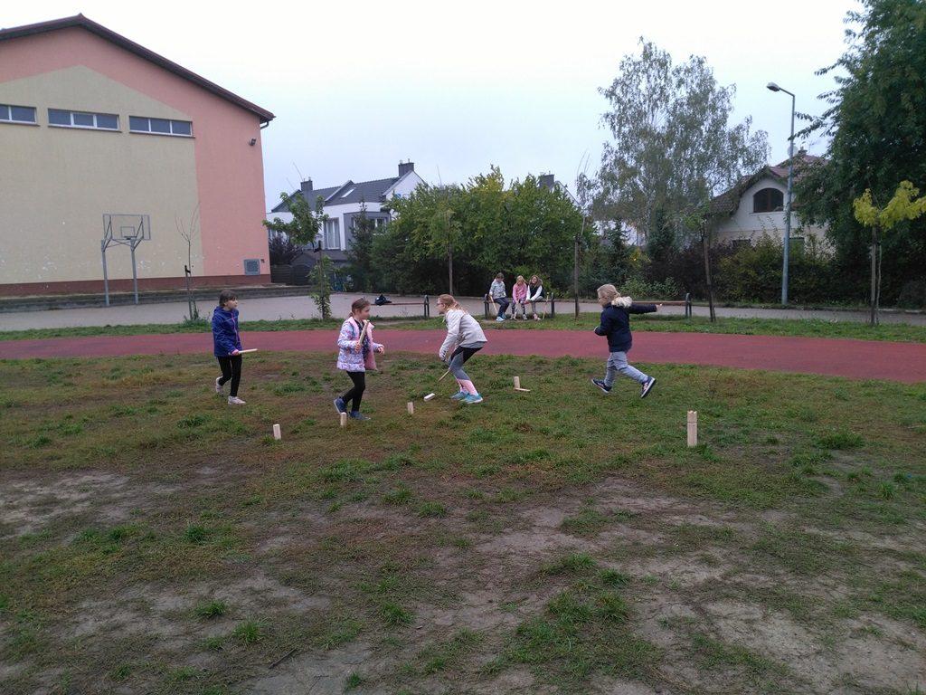 zajęcia z gier tradycyjnych - kubb w szkole