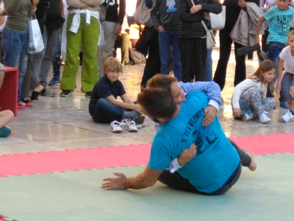 traditional wrestling with children 2