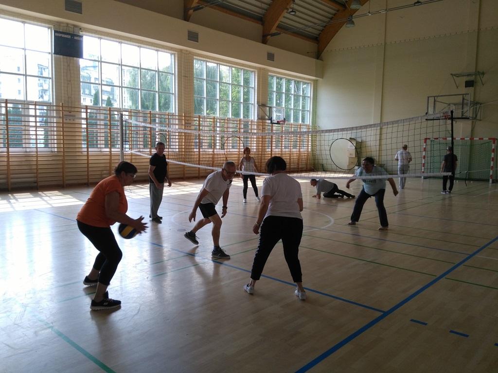 seniors playing Polish traditional sport - Netringball